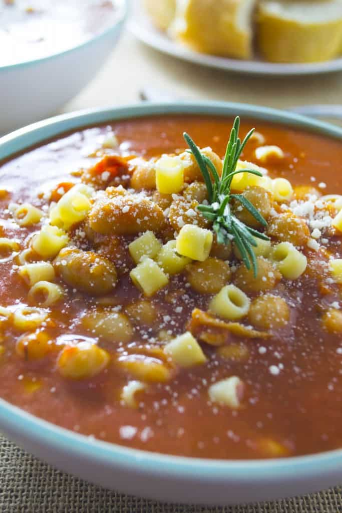 Pasta e Fagioli Soup | Pasta e Fagioli Soup is hearty, a bit spicy and packed with healthy beans and vegetables.. a perfect bowl of comfort food. | Pack Momma | https://www.awickedwhisk.com
