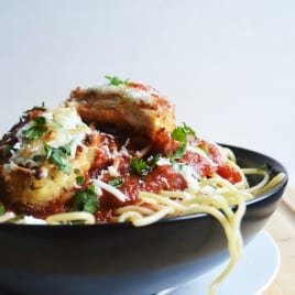 Easy Baked Chicken Parmesan | Easy Baked Chicken Parmesan is crunchy on the outside and moist and tender on the inside. The perfect quick and easy meal for any day of the week. | Pack Momma | https://www.awickedwhisk.com