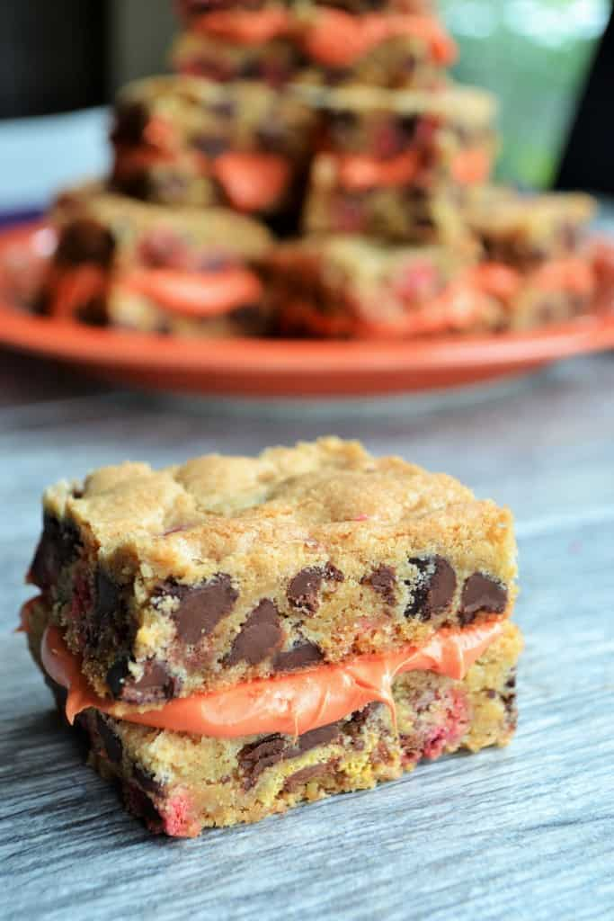 Halloween Whoopie Cookie Bars | Halloween Whoopie Cookie Bars are the perfect frosted cookie to treat yourself with. Chocolate chip cookie bars with frosting!! | Pack Momma | https://www.awickedwhisk.com