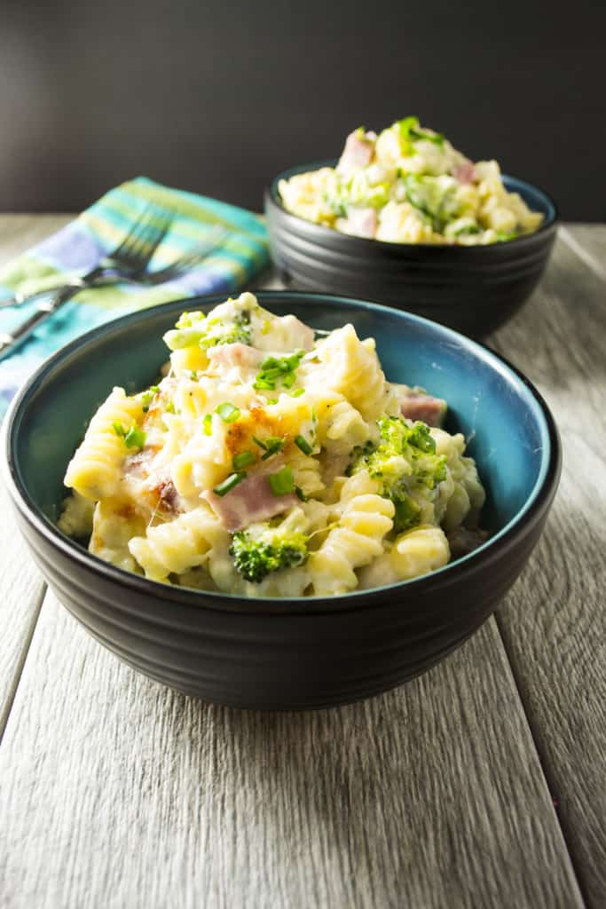 Ham and Broccoli Casserole | This Ham and Broccoli Casserole is amazing, easy and delicious! Hearty chunks of ham, broccoli florets and pasta in a creamy cheese sauce - Perfect! | Pack Momma | https://www.awickedwhisk.com