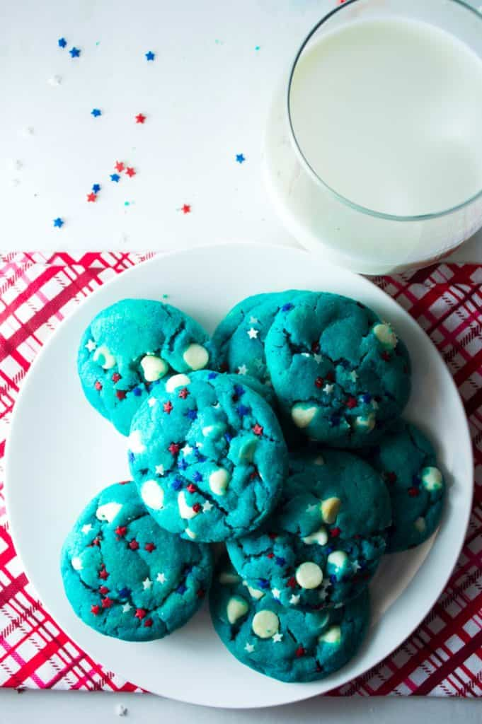 July 4th Patriotic Blue Cookies | Celebrate your red, white and blue with these festive (... and ADORABLE) July 4th Patriotic Blue Cookies! | Pack Momma | https://www.awickedwhisk.com
