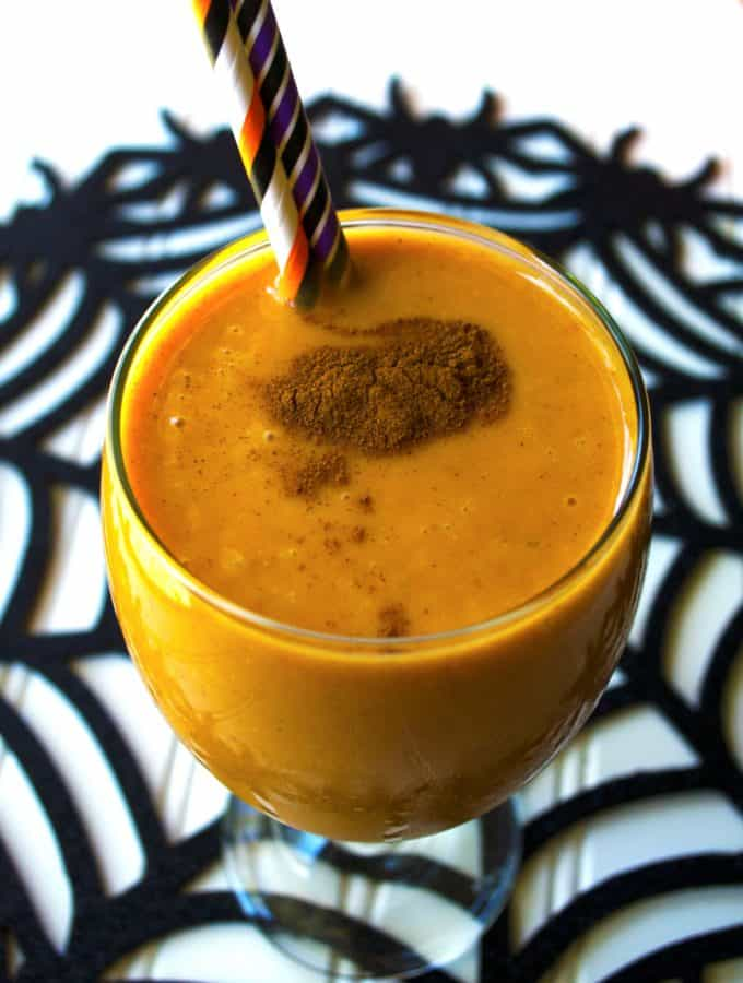 Pumpkin Smoothie | This Pumpkin Smoothie is pack full of delicious fall flavors and tons of protein to keep you going. A perfect healthier lifestyle choice | Pack Momma | https://www.awickedwhisk.com