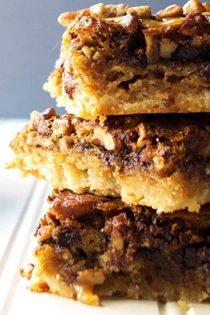 Chocolate Pecan Shortbread Bars close u