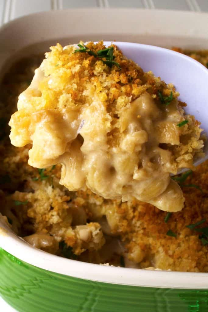 Guinness Irish Macaroni and Cheese | Guinness Irish Macaroni and Cheese perfectly combines the richness of Guinness and sharp delicious Irish cheeses for the ultimate macaroni and cheese dish. | Pack Momma | https://www.awickedwhisk.com