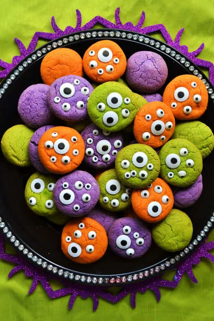 Halloween Monster Eye Cookies | Halloween Monster Eye Cookies are easy, festive and super fun to make! Soft vanilla cookies perfectly scary with candy eyeballs.. perfect for Halloween! | Pack Momma | https://www.awickedwhisk.com