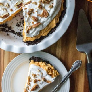 No Bake Pumpkin Cheesecake Pie is an easy creamy no bake pumpkin dessert that is ready in just two hours. Easy to make, this No Bake Pumpkin Chesesecake Pie is the perfect easy pumpkin dessert for last minute invites and potluck parties!