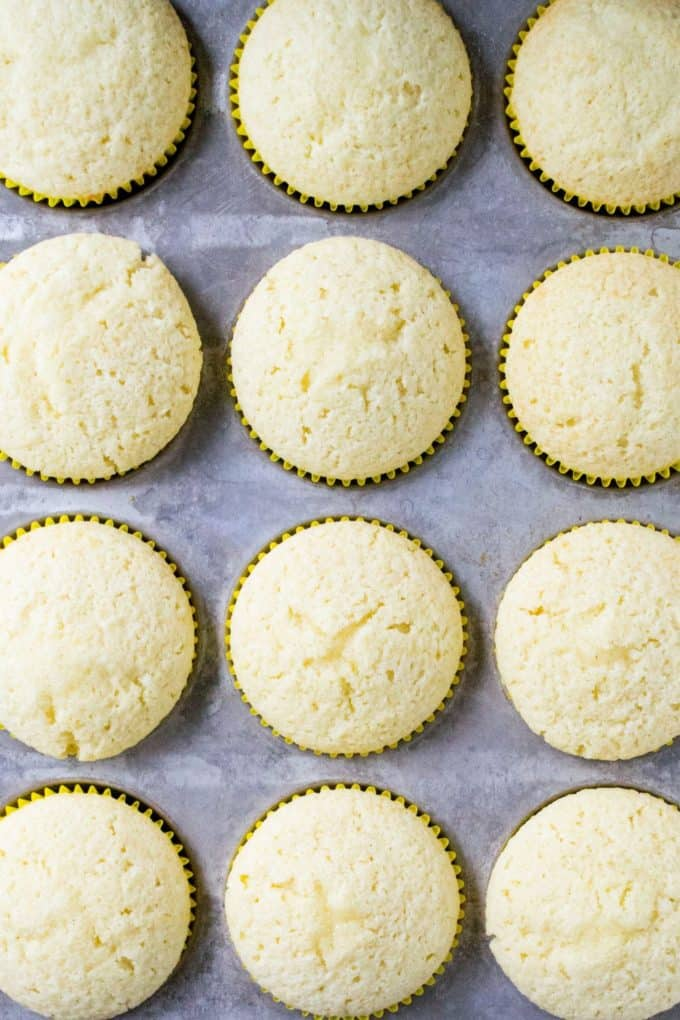 Lemon Cupcakes with Lemon Buttercream Frosting cooked cupcakes