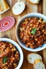 Slow Cooker Pasta e Fagioli in a bowl