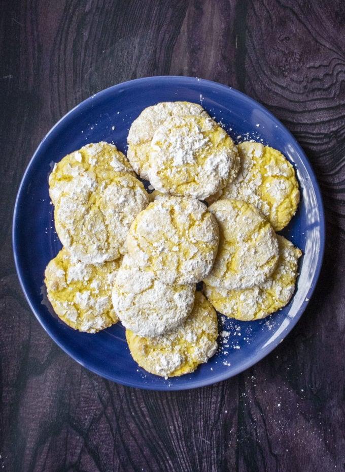 lemon crinkle cookies on a blue plate
